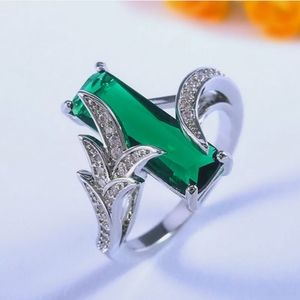 Gorgeous Silver Emerald & Diamond Ring